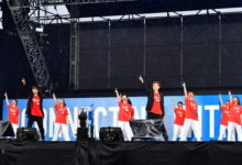 Photo of EXILE USAとTETSUYA、中学生らによる『Rising Sun』披露!五輪聖火リレーセレブレーションが大阪で開催(TOKYO HEADLINE WEB)