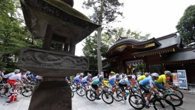 Photo of 「こんな光景もうないわ」 神社を走る自転車集団…五輪ロードレースが捉えた日本の風景: J-CAST ニュース【全文表示】